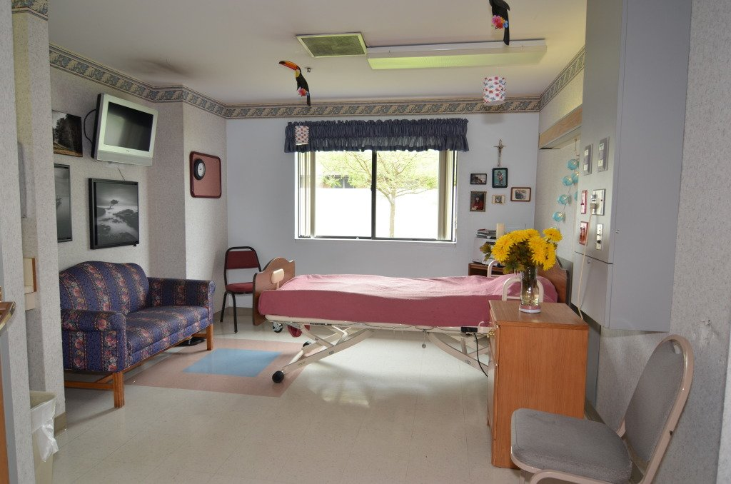 Kindred Transitional Care and Rehabilitation - Lakewood - Photo 1 of 8