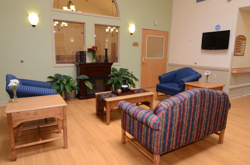 Kindred Transitional Care and Rehabilitation - Lakewood - Photo 2 of 8