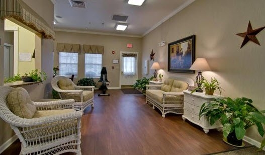 Parkway Cove, assisted living by Americare - Photo 3 of 8